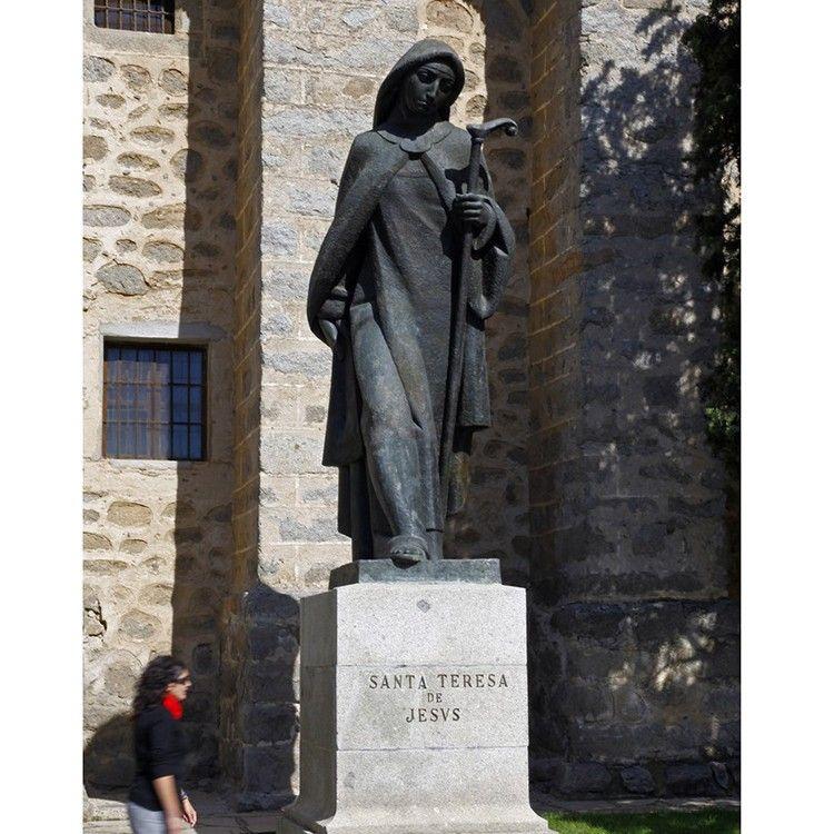 Outdoor famous bronze standing Teresa sculpture