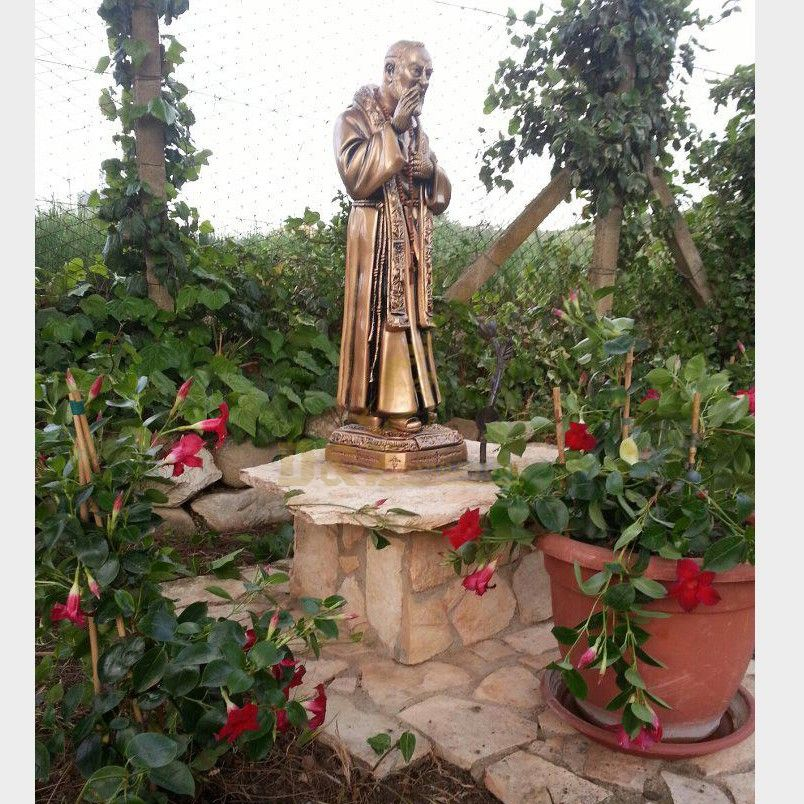 Custom-made famous bronze religious statue of San Padre Pio for sale