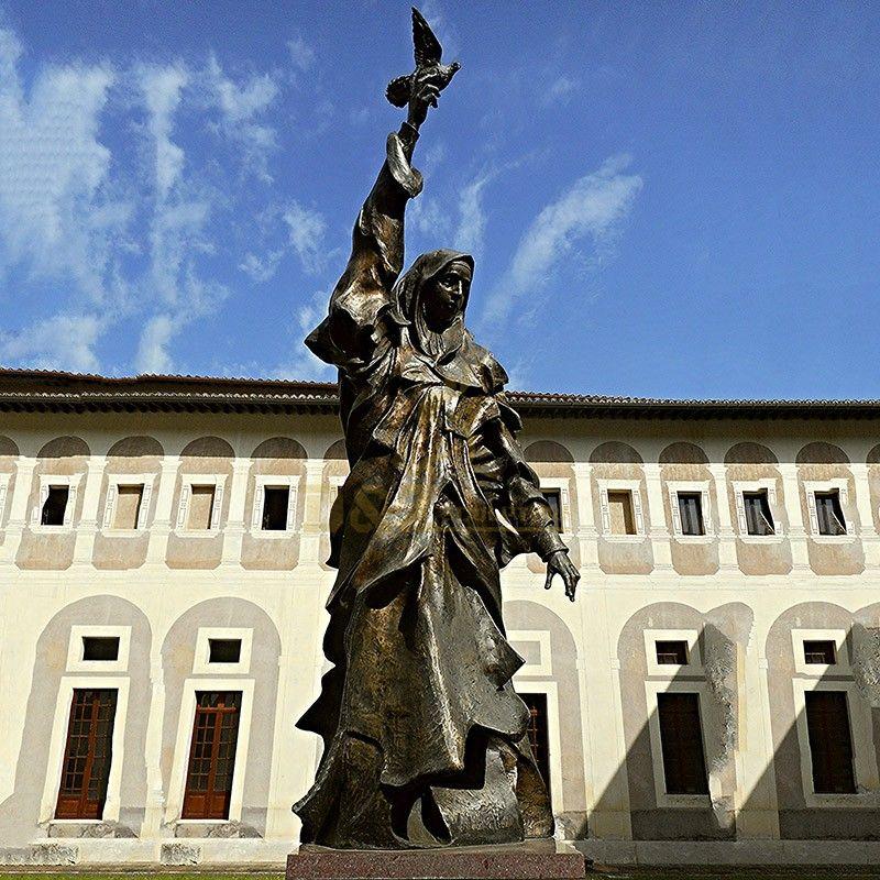 Life-size famous religious decorated Saint Scholastica statue for sale