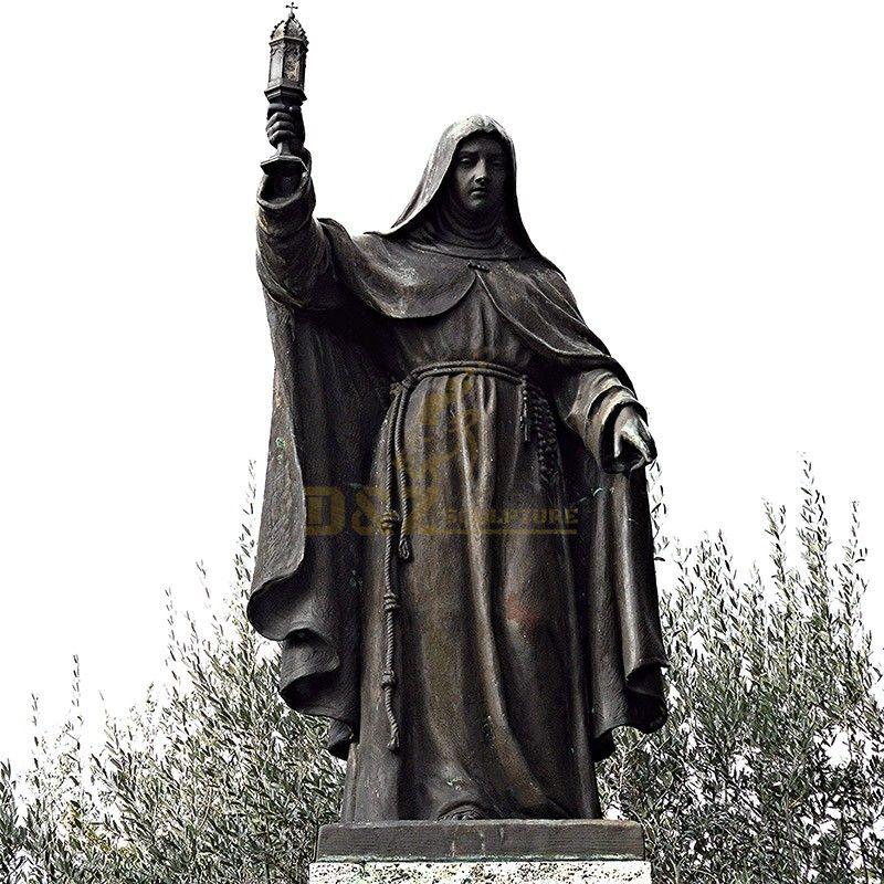 saint Clara statue
