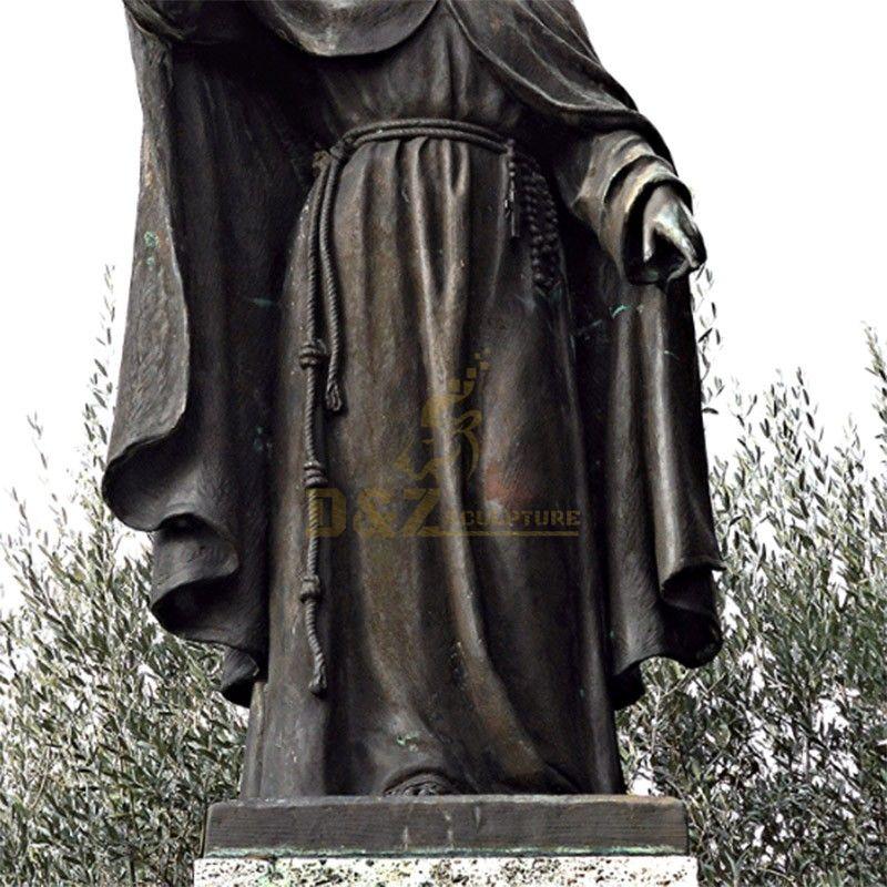 st Clara sculpture