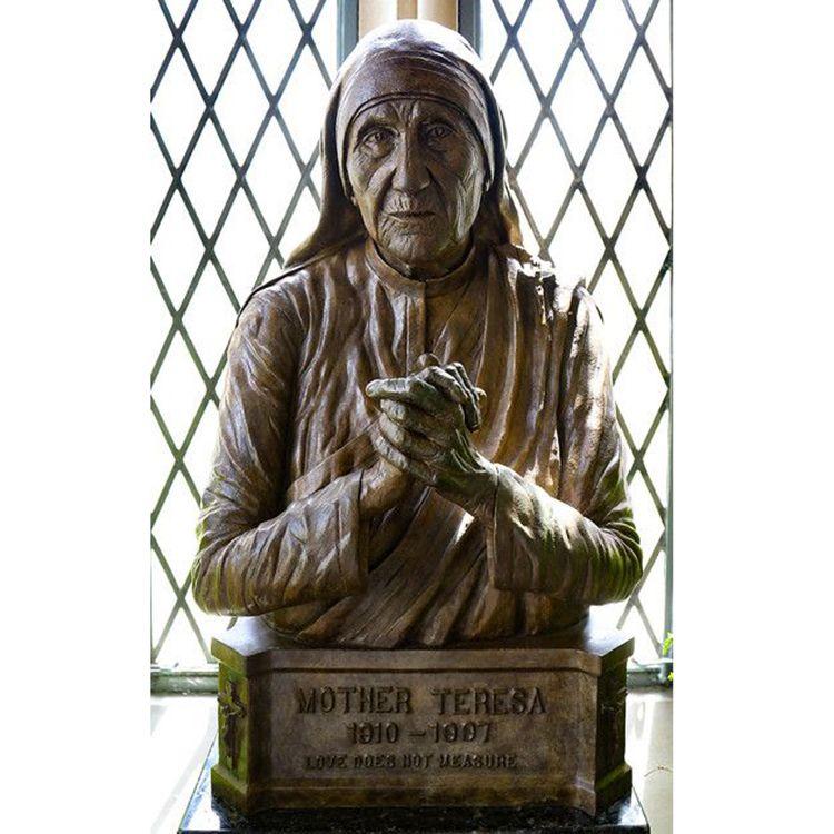 Praying Bronze Bust Sculpture of Teresa